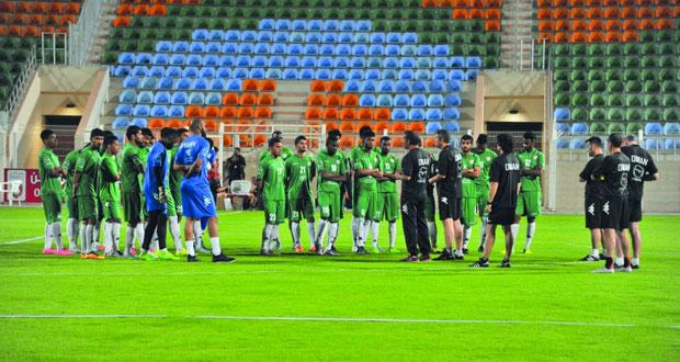 منتخبنا الوطني يختبر نفسه اليوم في تقسيمة أمام نادي مسقط استعدادا للقاء غوام