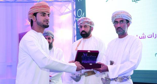 """وزير البيئة والشؤون المناخية يكرم الفائزين في النسخة الثانية لجائزة """" مبادرون"""""""