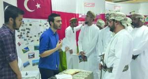 كلية السلطان قابوس لتعليم اللغة العربية للناطقين بغيرها بمنح تقيم اليوم الثقافي