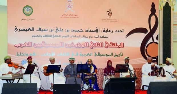 """مركز عُمان للموسيقى التقليدية يقيم أولى """"رمساته"""" الفنية"""