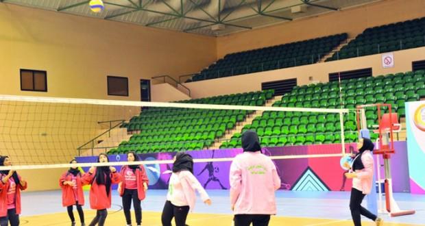 تفاعل كبير ومثير في اليوم الأول لنهائيات دوري الألعاب الجماعية للفتيات