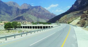 افتتاح أجزاء من طريق وادي السحتن بالرستاق بطول (20) كيلومترا