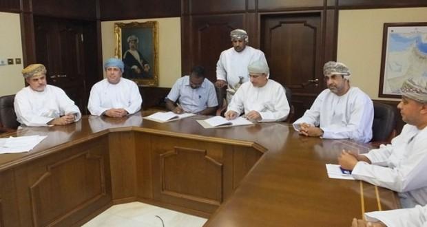 وزارة الزراعة والثروة السمكية توقع اتفاقية إنشاء سوق الأسماك بعبري
