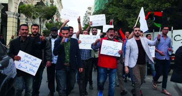 ليبيا: الوفاق تحصد التأييد مقابل الوعود .. وحرس المنشآت النفطية يدعم