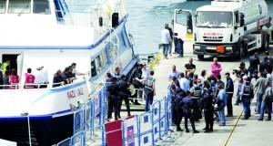 ألمانيا تتعهد بتشريعات لاندماج اللاجئين وترحل مجموعة من التونسيين