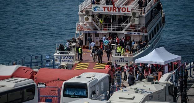 لاجئون يصلون ألمانيا وآخرون يغادرون الجزر اليونانية نحو تركيا