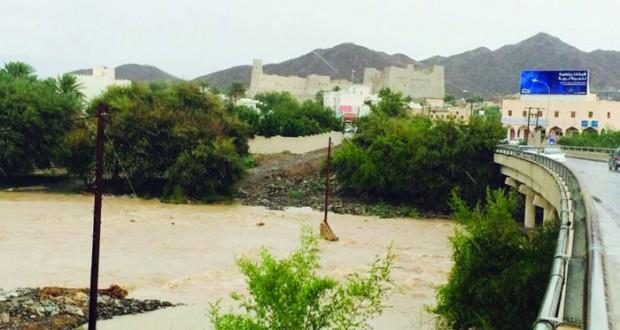 أمطار بين الخفيفة والمتوسطة على عدد من ولايات السلطنة