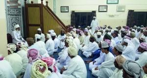 مفتي عام السلطنة يلقي محاضرة بعنوان:(الإيمان بالله) بالدقم