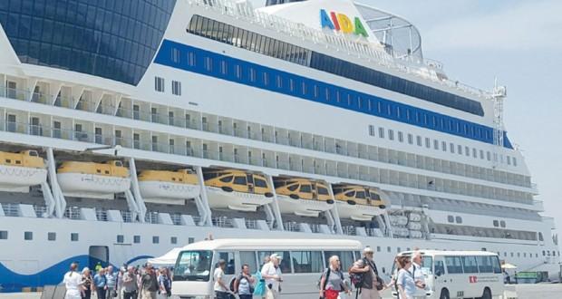 سفينة سياحية إيطالية تزور ميناء صلالة