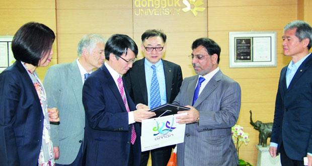 محاضرة عن الجوانب التاريخية والثقافية للسلطنة بكوريا الجنوبية