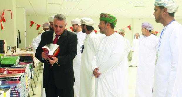 افتتاح معرض الكتب المستعملة بجامعة ظفار