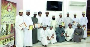 المركز الترفيهي بمنح يختتم دورة فـي أساسيات الخط العربي