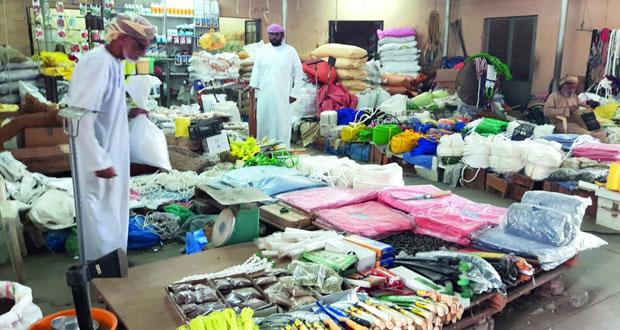 سوق الجمعة بصحار .. ملتقى التجار ومقصد للزوار والباحثين عن عبق الماضي