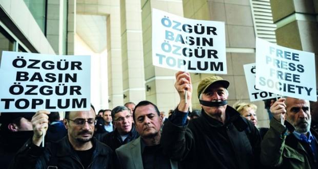 أنقرة تواصل (تكميم الأفواه المعارضة) وجلسات محاكمة الصحفيين تُستأنف خلف الأبواب المغلقة
