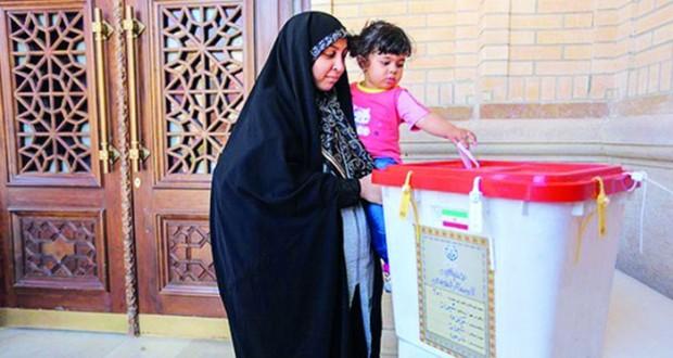الإيرانيون يصوتون بجولة الإعادة للانتخابات التشريعية وطهران تهدد واشنطن وتطلب وساطة بان كي مون بعد حكم قضائي