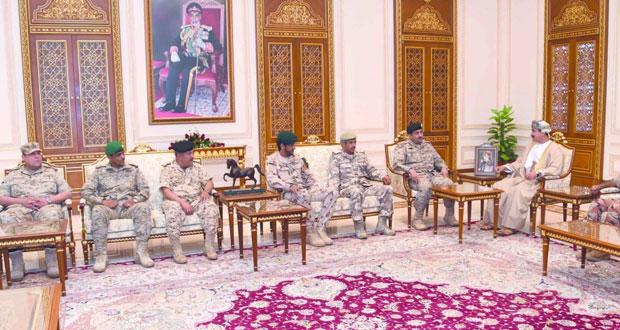 وزير المكتب السلطاني يستقبل قادة القوات البرية لدول المجلس
