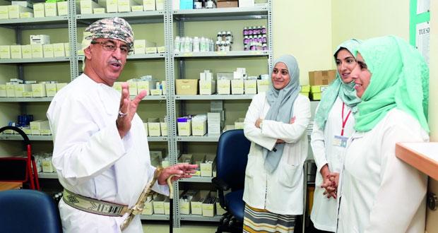 وزير الصحة يفتتح وحدة غسيل الكلى بمجمع السيب التخصصي