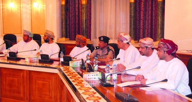 الشؤون العامة ببلدي مسقط تؤكد على أهمية وضع ضوابط للتوسع الصناعي بالمسفاة وتنظيم سيارات الأجرة