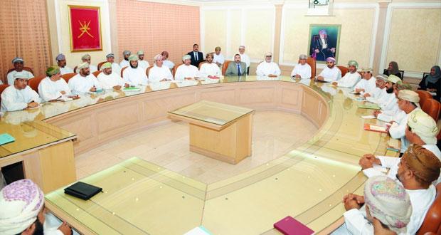 وزير الصحة يعقد اجتماعا لمسئولي وزارة الصحة في السلطنة