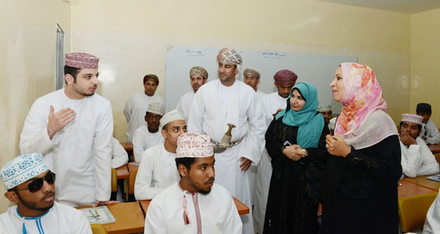 وزيرة التربية والتعليم تزور مدرسة ظفار للتعليم الأساسي