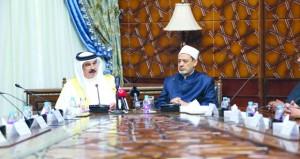 ملك البحرين يشدد في القاهرة على أهمية وجود (قوة عسكرية عربية)