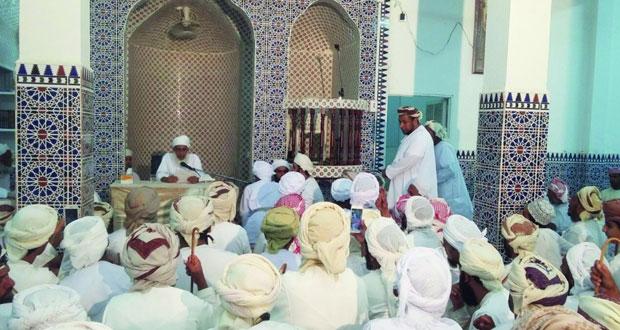 المفتي العام للسلطنة يحض الأهالي على التفقه في الدين وشكر الله