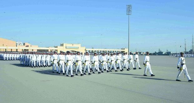 تخريج دفعتين جديدتين من الضباط المرشحين الجامعيين والجنود المستجدين بالبحرية السلطانية العمانية