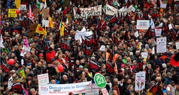 ألمانيا: الآلاف يتظاهرون ضد (التبادل الحر) عبر الأطلسي