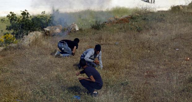 قوات الاحتلال تطلق الرصاص الحي في مواجهات بغزة وتعتقل فلسطينيين بحملة مداهمات في الضفة