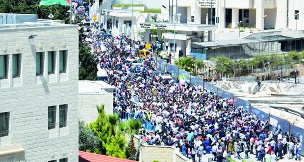 آلاف الفلسطينيين يتظاهرون رفضا لقانون الضمان وتجمع المستقلين يطالب بتجميده