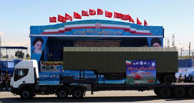 ايران تكشف عن جزء من منظومة (اس-300) خلال عرض عسكري