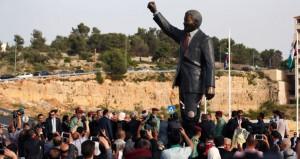 الفلسطينيون يدشنون ميدان المناضل (مانديلا) برام الله