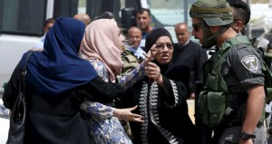 عشرات المستوطنين يدنسون (الأقصى) وإسرائيل تواصل (الإبعاد)