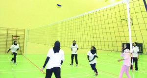 فريق الطائرة النسوي بنادي أهلي سداب يواصل استعداده لبطولة الألعاب الجماعية والفردية