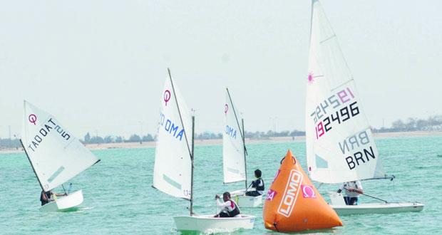 مشروع عمان للإبحار الشراعي يقيم احتفالية خاصة ببرنامج عمانتل للناشئين يوم غد