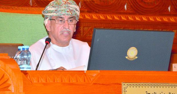 (الشورى) يناقش الخطط والاستراتيجيات الصحية مع وزير الصحة