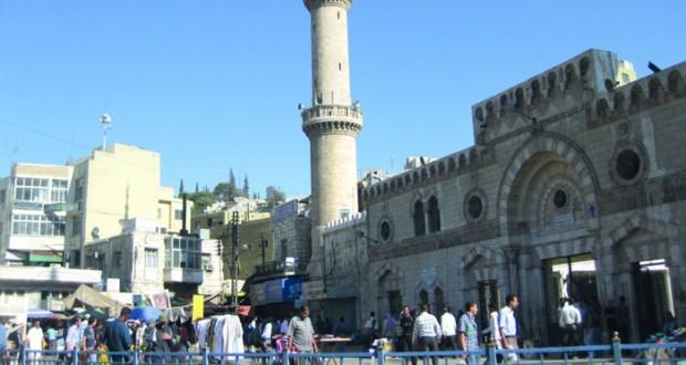 المسجد الحسيني في عمّان.. شاهدٌ على تحوّلات المدينة