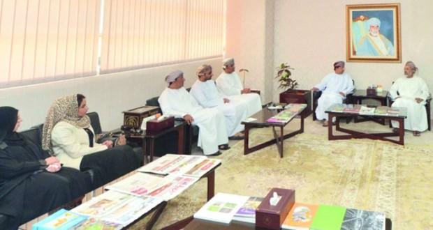 وزير الإعلام يستقبل أعضاء مجلس إدارة الجمعية العمانية للكتاب والأدباء