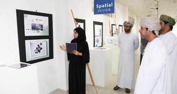 تطبيقية نزوى تفتتح معرض تصميم وإخراج المجلات والنشرات