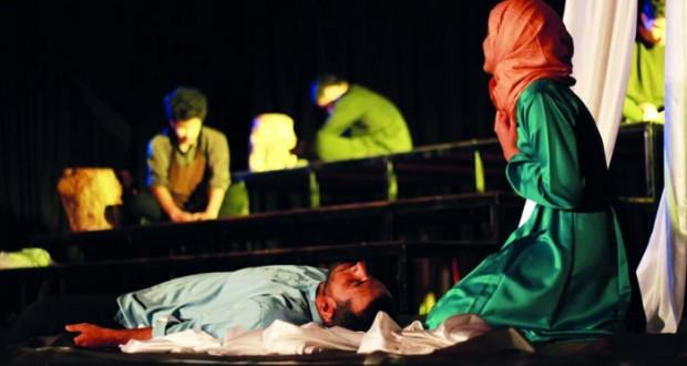"""""""شريشة الهنا"""" لمسرح كلية الشرق الأوسط تفوز بـ """"الأول"""" في ختام مهرجان """"آفاق المسرحي"""""""