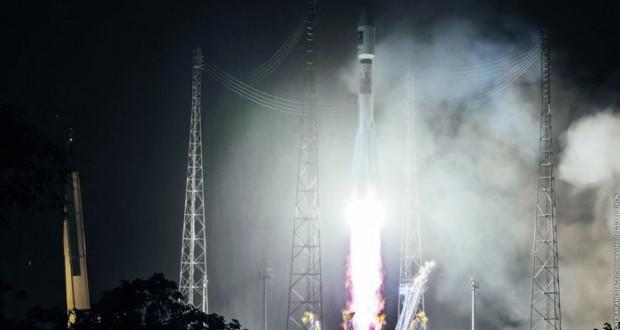 انطلاق «سويوز» حاملا قمرين اصطناعيين إلى مدار الأرض