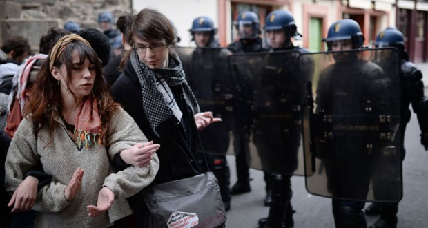 فرنسا: عرض قانون العمل على  البرلمان بعد رفضه في الشارع