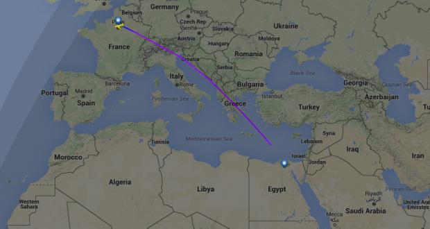 أنباء عن سقوط الطائرة المصرية المختفية في مياه البحر المتوسط