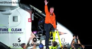 الطائرة الشمسية تهبط في أريزونا ضمن جولتها حول العالم