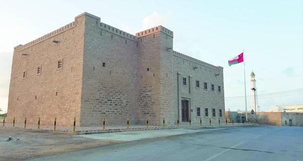 """""""حصن مرباط"""" .. طراز معماري عماني ومقتنيات من القطع الأثرية القديمة"""