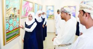 """افتتاح معرض المسابقة الفنية """"موطني عمان"""" بجمعية الفنون التشكيلية بصحار"""