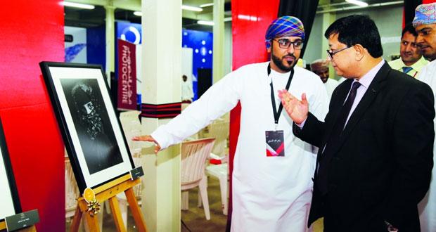 """افتتاح معرض ملتقى التصوير الضوئي السادس """"تكوين"""" بكلية الشرق الأوسط"""