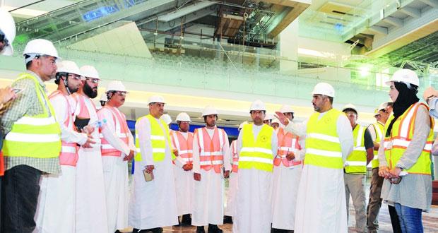 وزير النقل والاتصالات في زيارة مع ممثلي وسائل الإعلام المحلية لمشـروع مطار مسقط الدولي