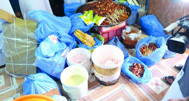 بلدية مسقط تضبط أنشطة تجارية غير مرخصة بالسيب