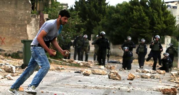 توتر بغزة وشهيدة بقصف مدفعي إسرائيلي .. والمقاومة لن تسمح بـ (العازلة)